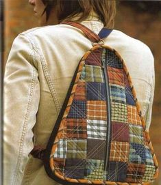 ucgen kirkyama sirt cantasi yapimi Textiles, Purse Patterns, Sewing Patterns, Mochila Jeans, Quilted Tote Bags, Fabric Boxes, Diy Purse, Sewing Projects For Beginners, Leather Working