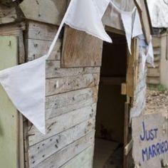 De chique Pure White slinger van Engelpunt mag niet ontbreken op een knallend bruiloftsfeest.
