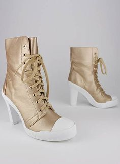 lace-up canvas boot