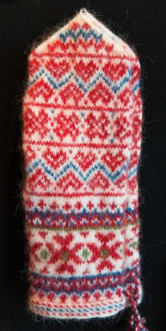 Fair Isle Knitting, Knitting Yarn, Hand Knitting, Knit Mittens, Knitted Gloves, Knitting Designs, Knitting Patterns, Norwegian Knitting, Wrist Warmers