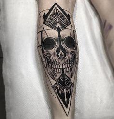 Fresh Blackwork Skull Leg Tattoo From Otheser! Tattoos Masculinas, Skull Tattoos, Life Tattoos, Sleeve Tattoos, Cool Tattoos, Thigh Tattoo Men, Arm Tattoo, Black Line Tattoo, Black Tattoos