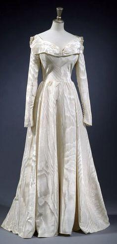 Molyneux weddig dress - 1948 - Cream silk moire, silk net, synthetic silk, and silk satin