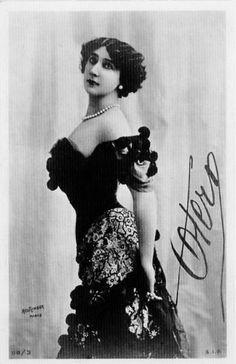http://upload.wikimedia.org/wikipedia/commons/a/ae/Bella_Otero_autografo.jpg