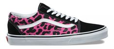 Be the coolest cat in the jungle with the all-new Vans Old Skool (Leopard) Pink/Black. The typical black canvas side panel has been upgraded with a hot pink leopard-print pattern for increased prowlability. They feature the Old Skool construction you know Leopard Vans, Pink Cheetah, Black Vans, Black Shoes, Pink Black, Nike Air Shoes, Skate Shoes, Vans Sneakers, Platform Sneakers