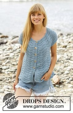 "Shore Line / DROPS - Free knitting patterns by DROPS Design, DROPS top with short sleeves in ""Big Merino"" knitted from top to bottom with wave pattern. Sizes S - XXXL. Free patterns by DROPS Design. Knitting Patterns Free, Knit Patterns, Free Knitting, Free Pattern, Finger Knitting, Knitting Tutorials, Drops Design, Crochet Blouse, Knit Crochet"