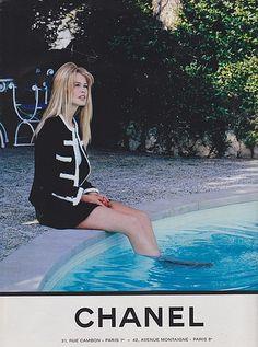 Claudia Schiffer for Chanel Claudia Schiffer, Chanel Fashion, 90s Fashion, Vintage Fashion, Moda Vintage, Vintage Mode, Vintage Chanel, 1990 Style, Mode Chanel