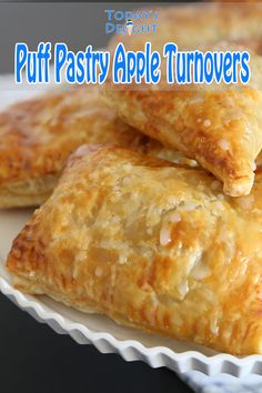 Puff Pastry Apple Turnovers are delicious easy desserts made with flaky puff pastry dough filled with cinnamon flavored diced apples For recipe and more visit Pastry Dough Recipe, Puff Pastry Dough, Desserts With Puff Pastry, Apple Recipes With Puff Pastry, Easy Puff Pastry Recipe, Dessert Simple, Easy Desserts, Dessert Recipes, Pastries Recipes