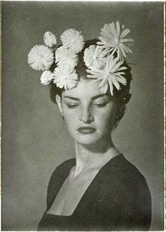 """photo NB : Man Ray, """"Juliet"""", portrait de femme, coiffure à fleurs, Man Ray Photographie, Foto Face, Hans Richter, Turbans, Vintage Photographs, Richard Avedon, Portrait Photography, Photography Tips, Street Photography"""