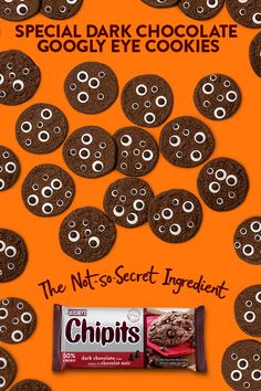 Don't look now, but these CHIPITS Special Dark Googly Eye Cookies are about to go fast! Halloween Baking, Halloween Goodies, Halloween Games, Halloween Desserts, Halloween Birthday, Halloween Treats, Fall Halloween, Food Games For Kids, Food Kids
