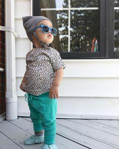 Nathan 도 맑은날씨에 신났음~ 잘 안쓰는 선글라스도 한번도 안벗네 ㅋ 🙈Baby in good mood~ I'm ready for SUMMER! 🕶️️#봄#여름같은#niceout#babygram#babyboy#janieandjack#sunglasses#smallable#outfits#freshlypicked#베이비그램#아들내미#기분좋은날#산책중#날씨좋다 ☀️💛  #Regram via @jhlovespell1