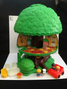 Memories of playing with this at my best friend's house....1970s Toy Tots Tree House With Figures