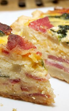 Ham Egg Potato Bake With Cheddar Parmesan! - great if you have company at breakfast time or for a brunch! What's For Breakfast, Breakfast Dishes, Breakfast Recipes, Good Food, Yummy Food, Delicious Recipes, Think Food, Mets, Quiche