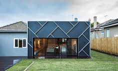 Pin more of this house at http://www.designhunter.net/herringbone-house-melbourne/ #architecture #sustainable