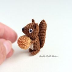 Amigurumi Little Squirrel - Free English Pattern here: http://doubletrebletrinkets.co.uk/2016/05/31/little-squirrel/