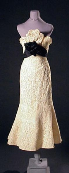 Charles James for Samuel Winston Tango Evening Dress for Sale at Auction on Thu, 05/03/2001 - 07:00 - Couture and Textiles | Doyle Auction House
