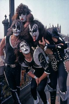 KISS ~London, England...May 10, 1976 - KISS Photo (42775283) - Fanpop Paul Stanley, Gene Simmons, Rock N Roll, Rock And Roll Bands, Peter Criss, Glam Rock, Eric Singer, Kiss Group, Eric Carr