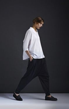 """kowtow is a New Zealand fashion label with a strong environmental philosophy. Their """"fairtrade organic clothing…is ethically and sustainably made from seed to garment"""". Minimal Chic, Minimal Fashion, White Fashion, Look Fashion, Womens Fashion, Fashion Ideas, Vic Beckham, Mode Alternative, Design Textile"""