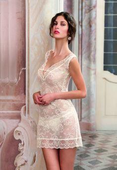 Línea exquisita y sensual para una mujer amante de la distinción y enamorada de la belleza, de la alta calidad y el buen gusto de la corsetería de la marca Lise Charmel. www.mimodaintima.es