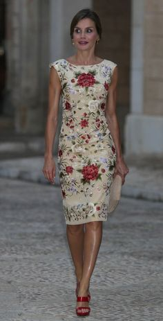 Royal Woman (@vaninaswchindt) on Twitter: Reception for Leaders of the Balearic Islands, Palma de Mallorca, August 3, 2017-Queen Letizia