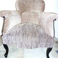 restauration faueil crapaud Gouts Et Couleurs, Velvet Sofa, Armchair, Furniture, Home Decor, Toad, Restoration, Arredamento, Lounge Chairs