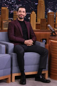 celebsofcolor:    Riz Ahmed on The Tonight Show Starring Jimmy Fallon