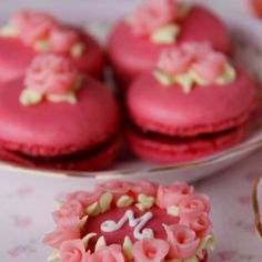 http://cakeshautecouture.com/images/Cookies_fiestas_4.jpg  Wauw!!