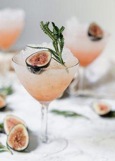 Fresh Fig & Lavender Spritz 𝐿𝒾𝓀𝑒 𝓌𝒽𝒶𝓉 𝓎𝑜𝓊 𝓈ð . - - Frische Feige & Lavendel Spritz 𝓌𝒽𝒶𝓉 𝓎𝑜𝓊 𝓈𝑒𝑒? Ita 𝓂𝑒 𝑜𝓃 𝒫𝒾𝓃𝓉𝑒𝓇𝑒𝓈𝓉: Bonita 🌻 𝒻𝑜𝓇 𝑀𝑜𝓇𝑒! Limoncello Cocktails, Beste Cocktails, Gin Cocktail Recipes, Summer Cocktails, Vodka Cocktails, Alcoholic Drinks, Martinis, Cocktail Ideas, Drinks Alcohol