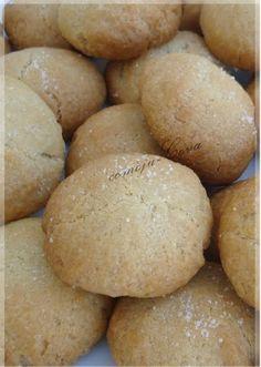 SUSPIROS DE ANIS   * 300 gr. de harina  * 100 gr. de mantequilla cocida  * 200 gr. de azúcar  * 1 copita de anís   Se pone la harina en for...
