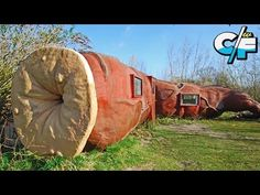 Discover Hotel Casanus in Stekene, Belgium: Somewhere there is a giant who can no longer poop, but now travelers can stay inside his anus. Unique Hotels, Best Hotels, Resort Villa, Weird Pictures, Weird And Wonderful, Wine Drinks, Wine Tasting, Outdoor Gear, The Good Place