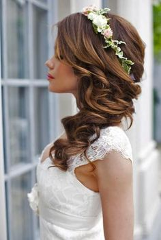 White dress, easy hairstyles to do yourself, long brown hair in a side ponytail wedding Side Hairstyles, Wedding Hairstyles, Amazing Hairstyles, Popular Hairstyles, Side Ponytail Wedding, Curly Bridal Hair, Long Brown Hair, Light Hair, Professional Hairstyles