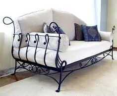 Risultati immagini per sillon de hierro forjado Lawn Furniture, Metal Furniture, Cool Furniture, Furniture Design, Wrought Iron Chairs, Wrought Iron Decor, Home Accessories, Diy Home Decor, Decoration