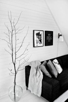 Easy Room Decor: 6 Ways to Make a Big Visual Impact With Branches. Go REALLY tall Grab a sturdy container, grab a really, really tall branch, and add an eye-catching element to just about any room of the home. Seen on Nordic Design. Vase With Branches, Decorating With Branches, Tree Branches, Decorating Ideas, Tree Branch Decor, My New Room, Home Living Room, Decoration, Interior Inspiration