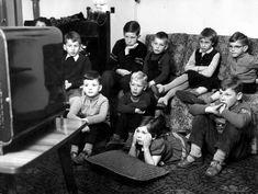 Tv kijken deed je bij die ene buur die wél zo'n toestel had. Met z'n allen op woensdagmiddag. Dat was ons huis!
