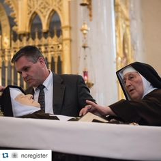 Repost @ncregister  Sister Regina Marie, PCPA prepares the body of Mother Angelica for the public viewing. (photo by Jeff Bruno / EWTN News) #ncregister #ewtnMA  #weloveyou #foreverinourhearts #catholicism #catholichurch #catholicconvert #blessedtobecatholic #istandwiththecatholicchurch #jesusitrustinyou #jmj #prayforus #amen