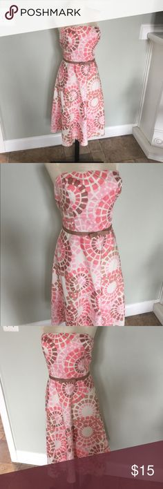Maggy London Spring Dress Nice Spring dress by Maggy London,Sz 12.Strapless with a zip back.cotton with a little Spanx Fully lined.Nice condition Maggy London Dresses Midi