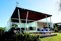 Una casa de veraneo que es reflejo del estilo natural, descontracturado y de contemporánea elegancia.   Coser el espacio con textos de Sol Dellepiane y fotos de Marina Braun en DyD 133.
