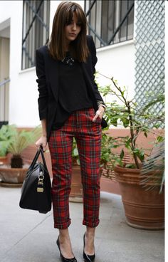 Alexandra Pereira: Casual Chic Street Style – Glam Radar : tartan pants with formal blazer Red Plaid Pants, Plaid Pants Outfit, Plaid Outfits, Tartan Plaid, Fall Outfits, Tartan Leggings, Checkered Trousers, Hijab Outfit, Blue Pants