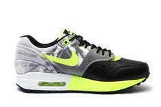 NIKE WMNS ROSHE RUN & AIR MAX 1 TRAINING PACK | Sneaker Freaker