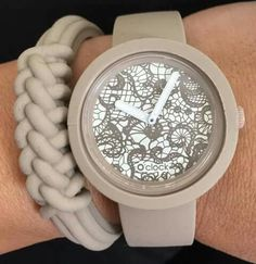 Stylish Watches, Cool Watches, Nude Style, Fashion Bags, Fashion Jewelry, Kipling Bags, Sneaker Heels, Oclock, Modern Fashion