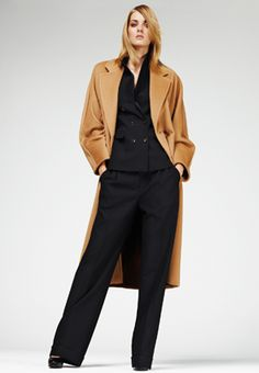 This same coat over black offers an amazing contrast and gives an impact when arriving anywhere.