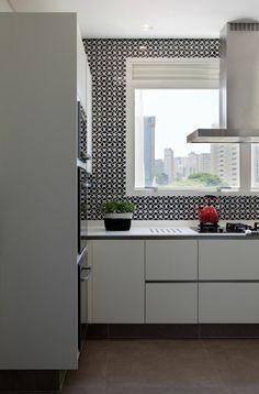 Apartamento JTP com vista para o Parque do Ibirapuera em SP / Patricia Martinez #kitchen
