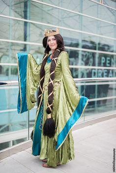 Queen Elinor - Brave - Comic Con 2014 Day 3 #Cosplay (Erik Estrada)