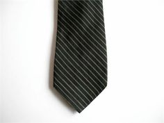 Vintage 60s mens skinny necktie in excellent condition and ready to wear    2 1/4 wide - 55 long   WPL #10580 matches Jack Steinberg Neckwear   Acetate rayon blend   Design is woven (not printed)    I do ship worldwide. Thanks for stopping by!