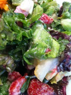 Mixed salad with berries Plant Based Eating, Raw Food Recipes, Lettuce, Restaurants, Berries, Salad, Vegetables, Raw Recipes, Restaurant