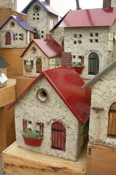 These little houses could be done with hypertufa and tin for those outdoor locations Clay Houses, Ceramic Houses, Putz Houses, Paper Houses, Miniature Houses, Fairy Houses, Pottery Houses, Beton Design, Little Houses