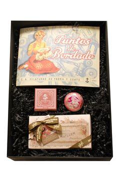 Shopping con ideas de regalos de Navidad para chicas clásicas: caja de regalo Abuelitos Modernas de la Real Fábrica Española