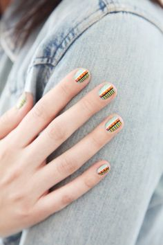 normally i'm not into nail art, and this is mega complex, but i really like this tribal pattern.