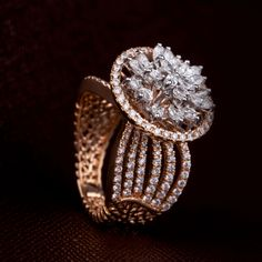 A glittery Diamond Dream 💎 Check out this amazing diamond ring at the Diamond Mela store today ! Best Diamond Rings, Diamond Dreams, Gold Ring Designs, Wedding Rings Vintage, Diamond Design, Modern Jewelry, Vintage Jewelry, Diamond Jewelry, Gold Jewellery