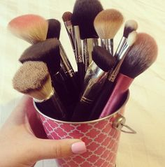 Great idea for counter storage of brushes