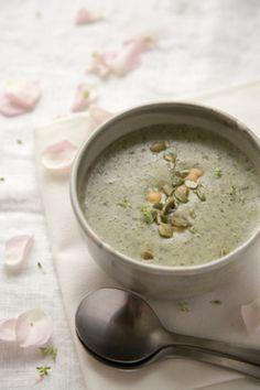 クレオパトラも虜!最強の抗酸化野菜モロヘイヤのレシピ♡ - Locari ... モロヘイヤとポテトのスープ